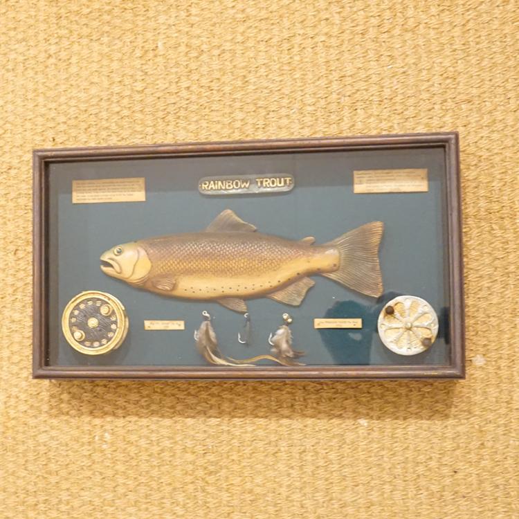 Figurenhalle - Fliegenfischen Antik Kasten Deko
